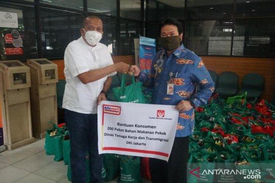 Alfamart bagikan 1000 masker dan paket sembako untuk Disnakertrans DKI