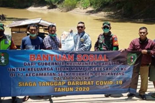 Koramil Ledo distribusi beras bantuan gunakan longboat