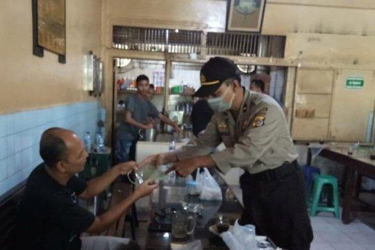 Personel Polda Aceh sambangi kedai kopi sosialisasikan cegah COVID-19
