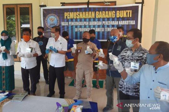 BNNP Sultra memusnahkan barang bukti sabu-sabu seberat 916,46 gram