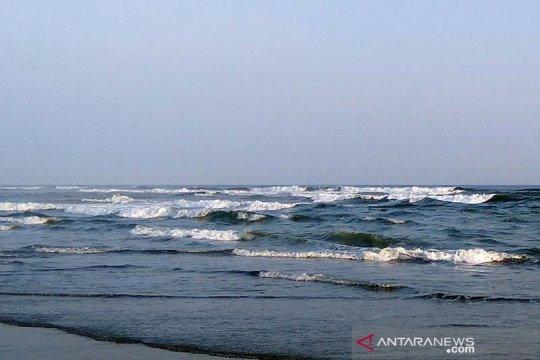 Gelombang tinggi masih berpotensi di laut selatan Jateng, sebut BMKG