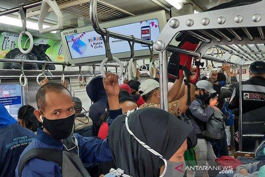 Pengguna kereta berharap KRL Bodetabek tetap beroperasi