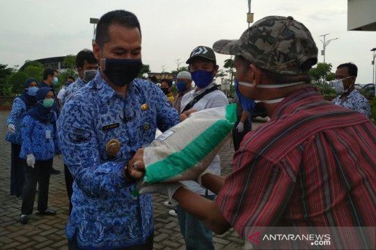 Ratusan PKL di Kabupaten Kudus peroleh bantuan beras lima kg