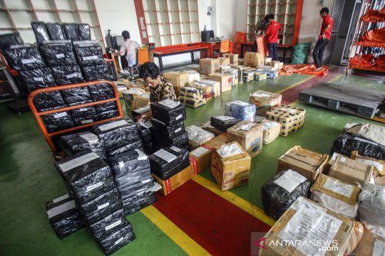 Pengiriman paket pos meningkat saat pandemi COVID-19