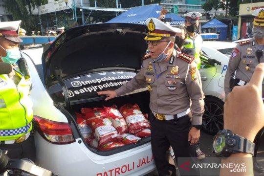 Ditlantas Polda Metro bagikan 30 ton beras