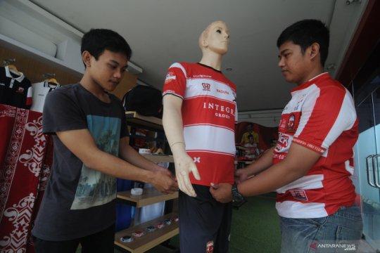 Madura United lelang jersey