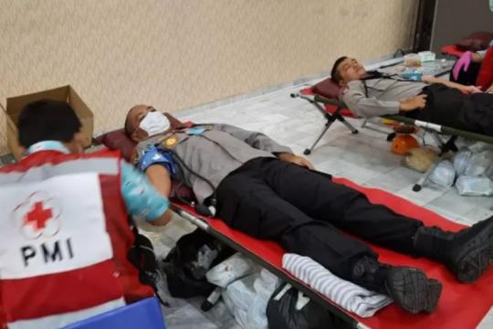 200 personel Polda Lampung donorkan darah untuk stok PMI
