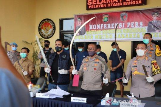 Polisi tangkap empat pemuda bawa senjata tajam untuk tawuran