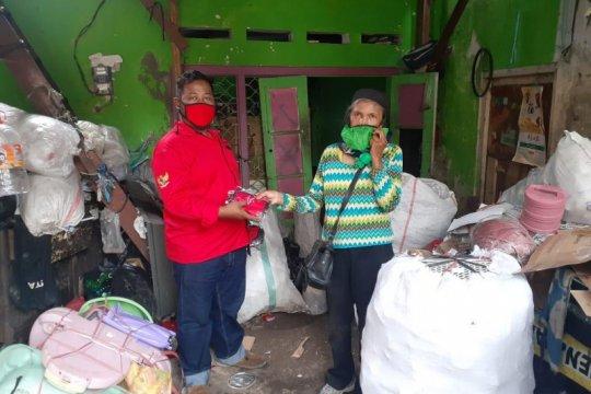 Bantuan beras legislator PDIP pusat-daerah sasar 21 kecamatan Surabaya
