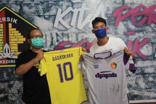 Striker Persik Kediri lelang jersey untuk bantu penanganan COVID-19