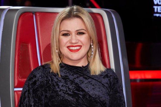 "Rekam lagu enam bahasa, Kelly Clarkson merasa alami ""aneurisma otak"""