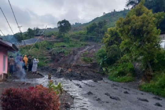 Dua rumah warga Nagari Aie Dingin tertimbun akibat longsor