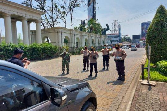 Polisi keluarkan 262 teguran, PSBB pertama di Kabupaten Tangerang,