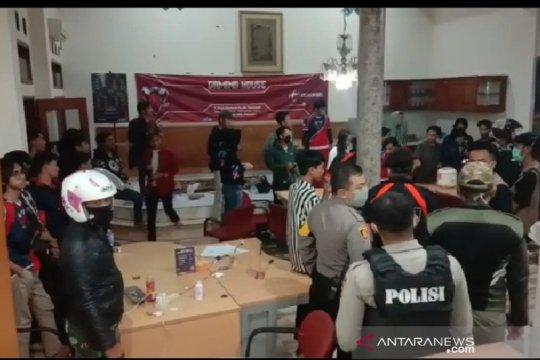 Polisi bubarkan kumpulan pemain game online di Garut