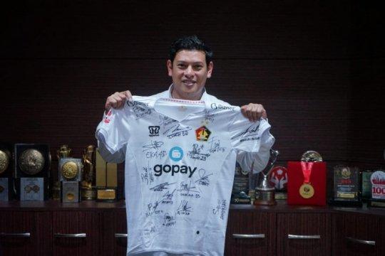 Wali Kota Kediri lelang jersey koleksi bantu penanganan corona