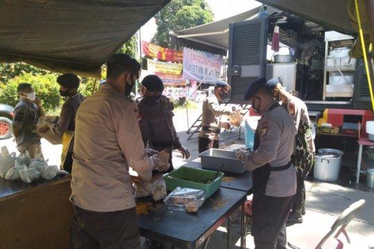 Penuhi kebutuhan warga, Polda Banten-TNI buka truk dapur umum
