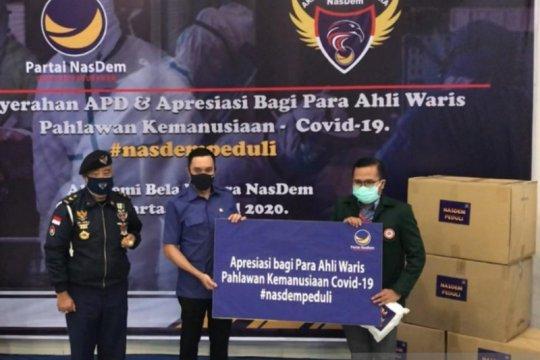 NasDem berikan bantuan 5.000 APD kepada petugas medis tangani COVID-19