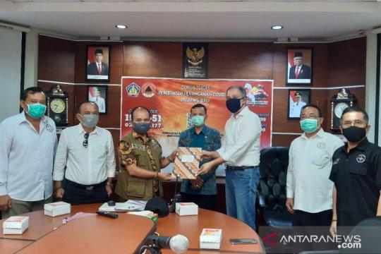 Pelaku pariwisata Bali-Aptisi serahkan bantuan Gerakan Masker Bersama