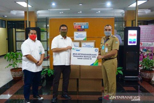 100 APD baju hazmat disalurkan BPJAMSOSTEK Cikupa untuk Tangerang