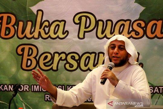 Kemarin, Syekh Ali Jaber ditusuk hingga Mahfud soal keamanan ulama