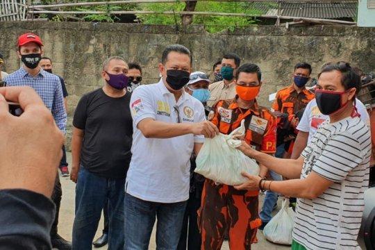 Peringati Hari Kartini, Ketua MPR serahkan bantuan sembako