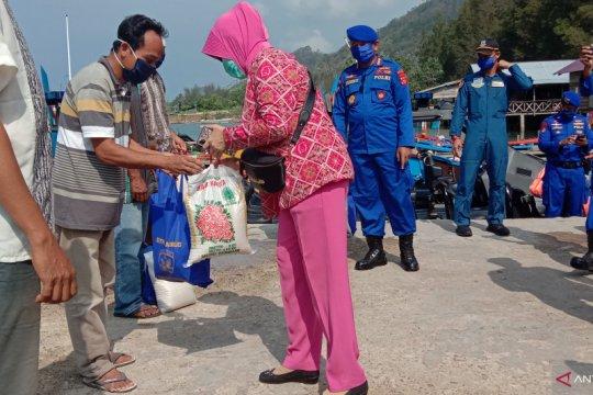 Polda Aceh bagikan sembako untuk masyarakat di pulau terluar