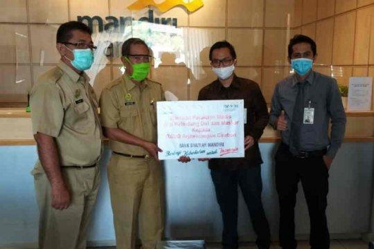 Mandiri Syariah Cirebon serahkan APD kepada rumah sakit rujukan