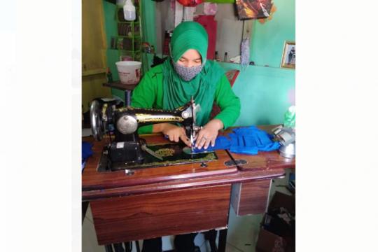 Cegah COVID-19,  istri TNI Kodim Putussibau jahit masker mandiri