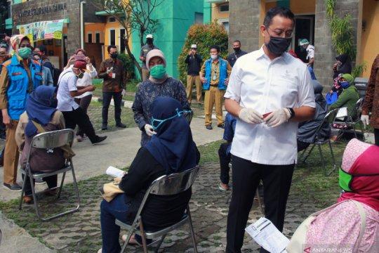 Menteri Sosial bagikan Kartu Keluarga Sejahtera di Tangerang Selatan