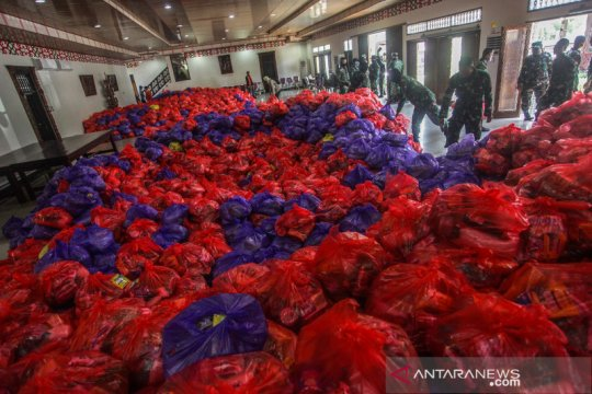 Distribusi sembako untuk warga terdampak COVID -19 di Palangkaraya