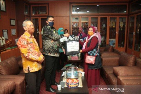 Griya Srikandi Kota Probolinggo sumbangkan APD dan masker