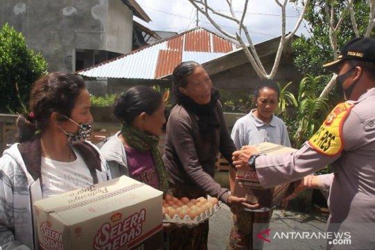 Sisihkan gaji anggota, Polres Bangli gelontorkan 500 paket sembako