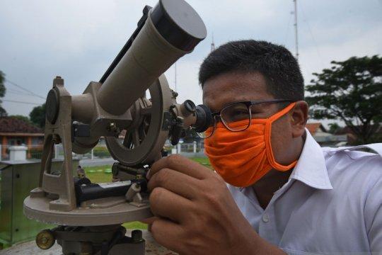 BMKG: Waspadai hujan dan petir sepanjang Senin di Jakarta