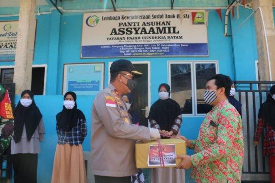 Polda Kepri salurkan 10 ribu paket sembako untuk warga
