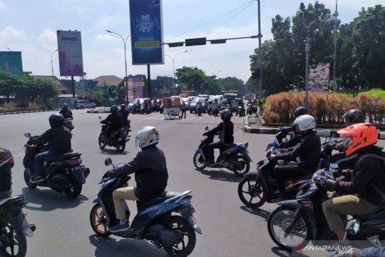 Lalu lintas di Kota Bandung masih ramai lancar di hari pertama PSBB