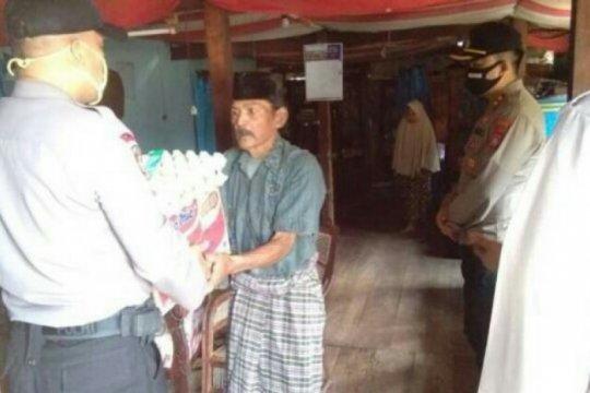 Polres Polewali Mandar beri bantuan sembako keluarga penderita tumor