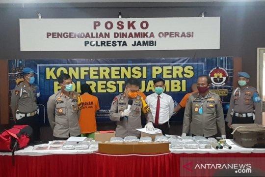 Polresta Jambi tangkap oknum pelajar pengirim 25,8 kilogram ganja