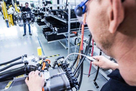 Volvo dan Daimler kembangkan mesin hidrogen untuk truk