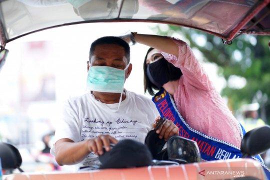 Polwan Gorontalo bagikan masker peringati Hari Kartini
