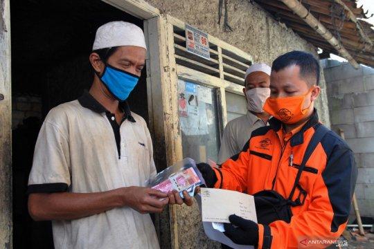 Pemkot Bogor bagikan BLT ke warga terdampak COVID-19 di kelurahan