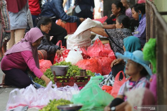 Penjual bunga langgar physical distancing
