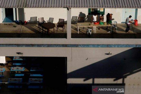 Singapura bergulat dengan virus corona di asrama pekerja migran