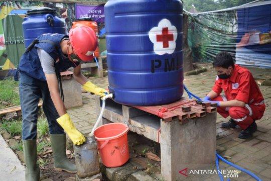 PMI Kota Tangerang bagikan gratis cairan disinfektan kepada masyarakat