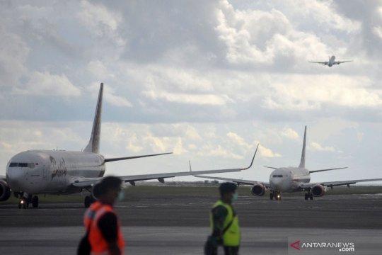 AP I hentikan sementara penerbangan komersial penumpang mulai 24 April