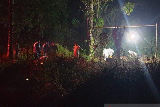 Kepanasan pakai APD COVID-19, petugas pemakaman di Gorontalo pingsan