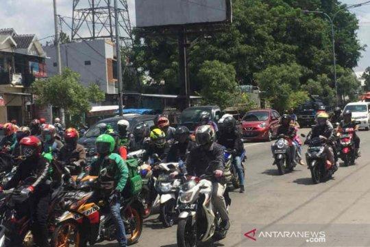 Kendaraan dengan pelat nomor luar kota ramaikan jalur pantura Cirebon