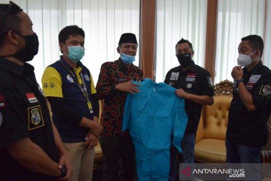 Bantuan APD untuk tenaga medis di Palu terlus mengalir
