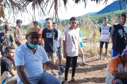 Wabup Flotim ajak pemuda karantina di kebun hindari COVID-19