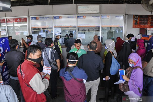 Kemarin, aturan larangan mudik hingga penerbangan komersial ditiadakan