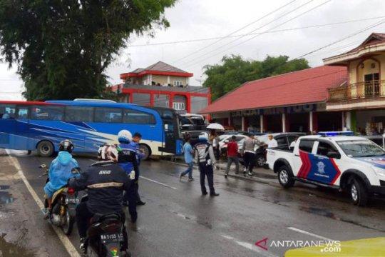 101 TKI dari Malaysia dilarang masuk Bukittinggi karena PSBB